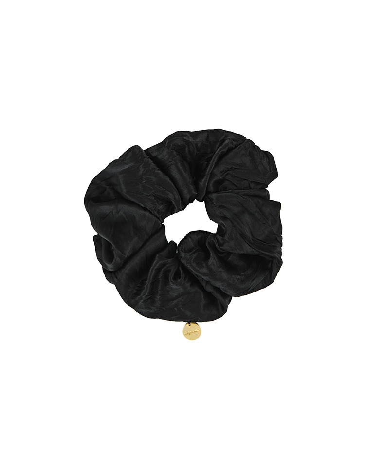 charm scrunchie (black)